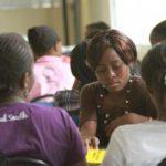 estudiantes del ISSI en trabajo en grupo